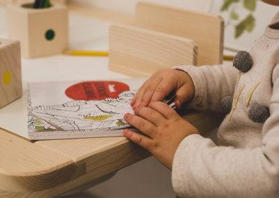 Praca własna - kolorowanie | Klub dziecięcy Montinimini